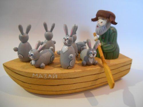 Сувенир из дерева Дед Мазай и зайцы