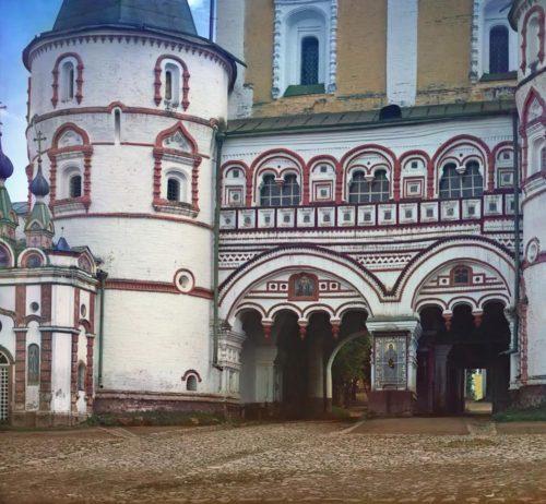 s-_m-_prokudin-gorskii-_detali_vhoda_v_borisoglebskii_monastiri-_1911_god